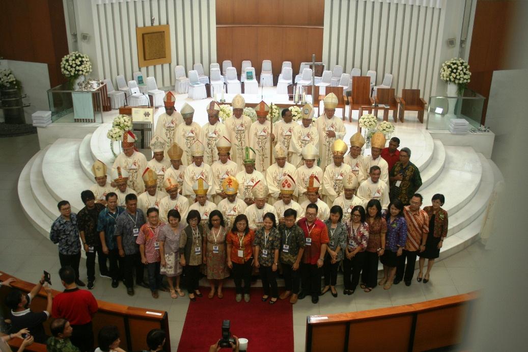 uskup dan umat gotaus1